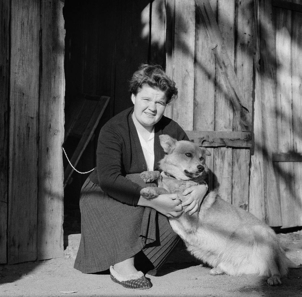 Женщина с собакой в Листвянке