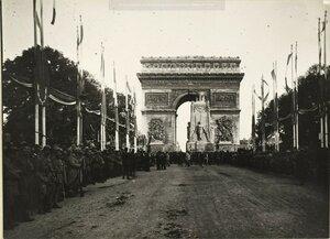 1919. Кенотаф, воздвигнутый недалеко от Триумфальной арки в память о погибших в Великой войне. Площадь Этуаль 14.07