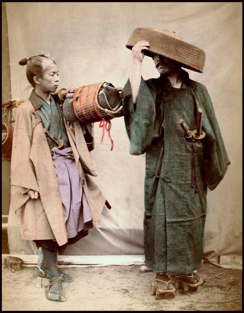 Самурай с учеником готовятся к путешествию