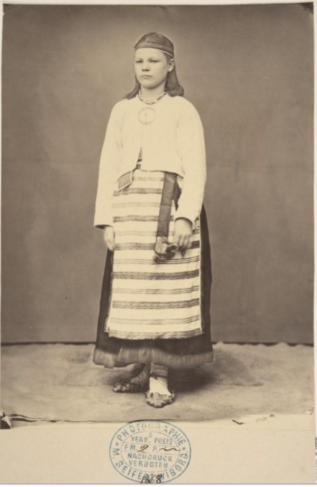 1868. Яаски. Девушка в летней одежде