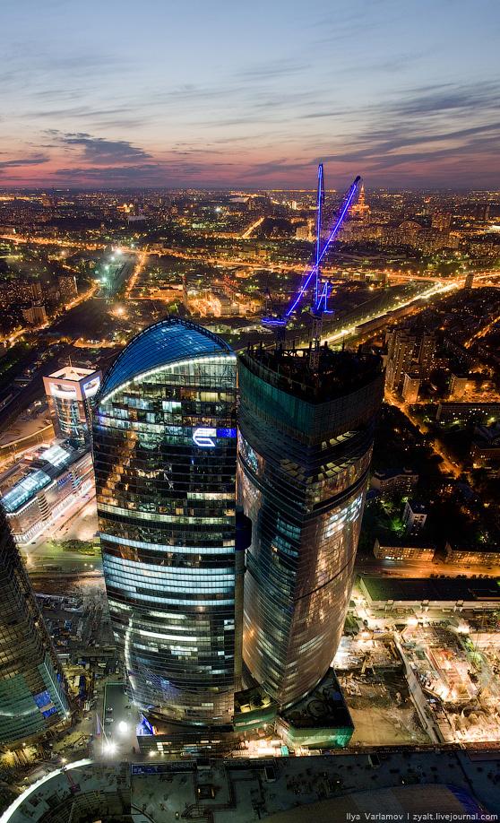 Россия. Вечерняя Москва с комплекса Город столиц (фото)