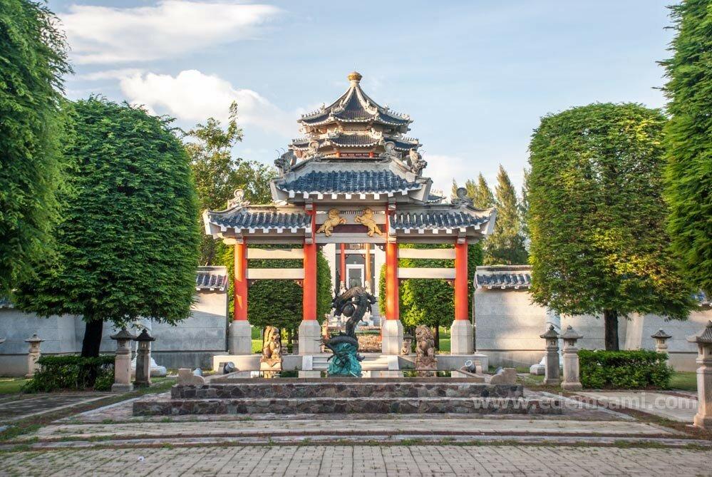 Китайские ворота в Парке Трех Королевств