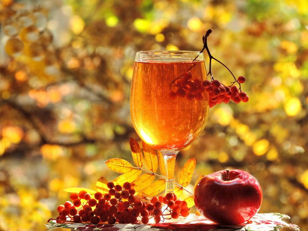Я в бокалы с вином добавляю осеннюю нежность...