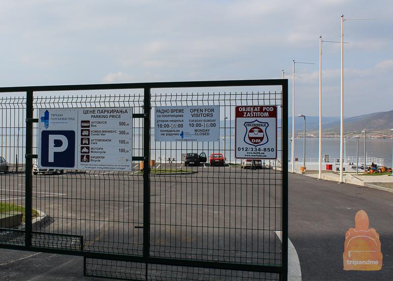 Парковка у информационного центра