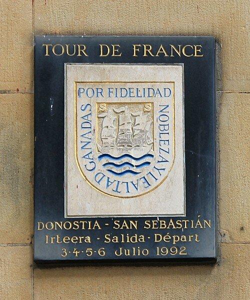 Доностия-Сан-Себастьян. Памятная доска на месте старта Тур де Франс 1992