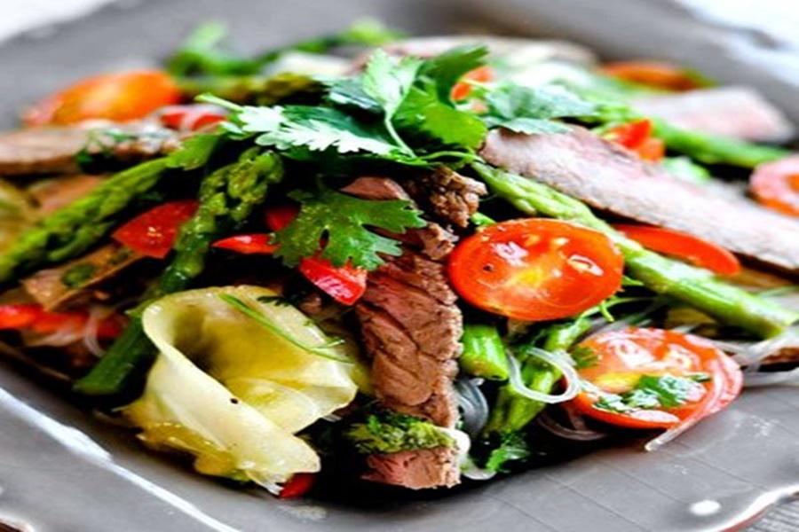 Салат из соевого мяса со свежими овощами