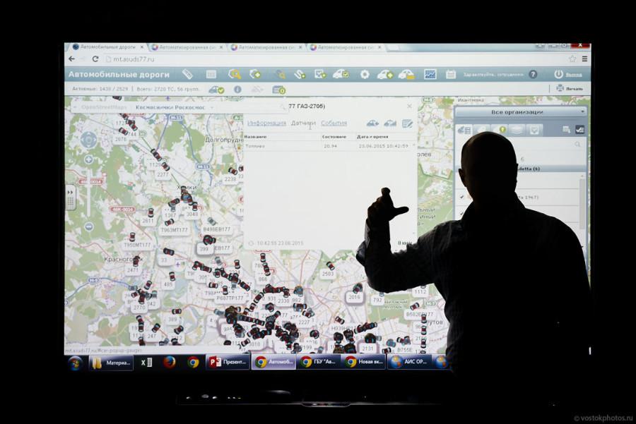 24. Благодаря технологиям ГЛОНАСС, сотрудники диспетчерской службы могут контролировать перемещение
