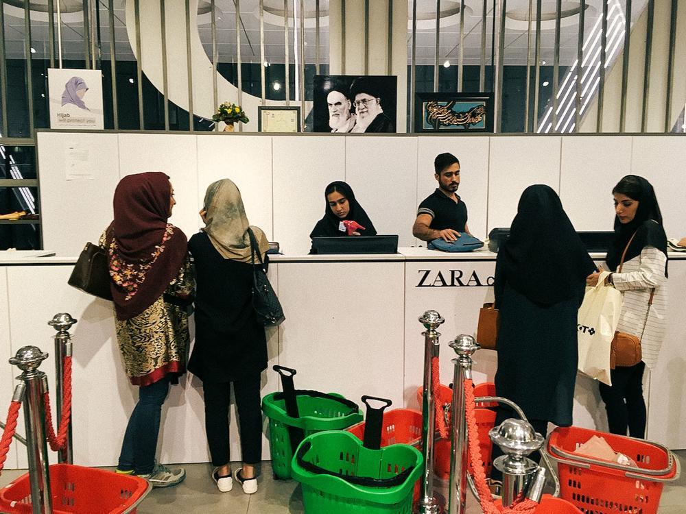 Настоящая, не поддельная Zara в Ширазе. «Десятилетиями потребительство обличалось как исключительно