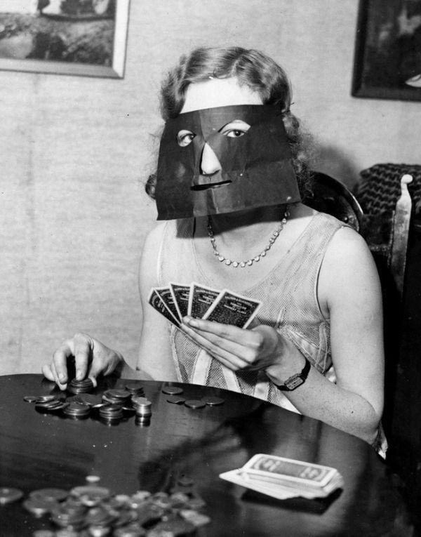 Маска для игры в покер. Которая не закрывает глаза. Оксюморон какой-то.