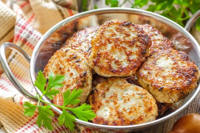Ингредиенты: около 1кг фарша (свинина иговядина) 1,5 луковицы 1ч.л. соды 2/3ст. сильногазирован