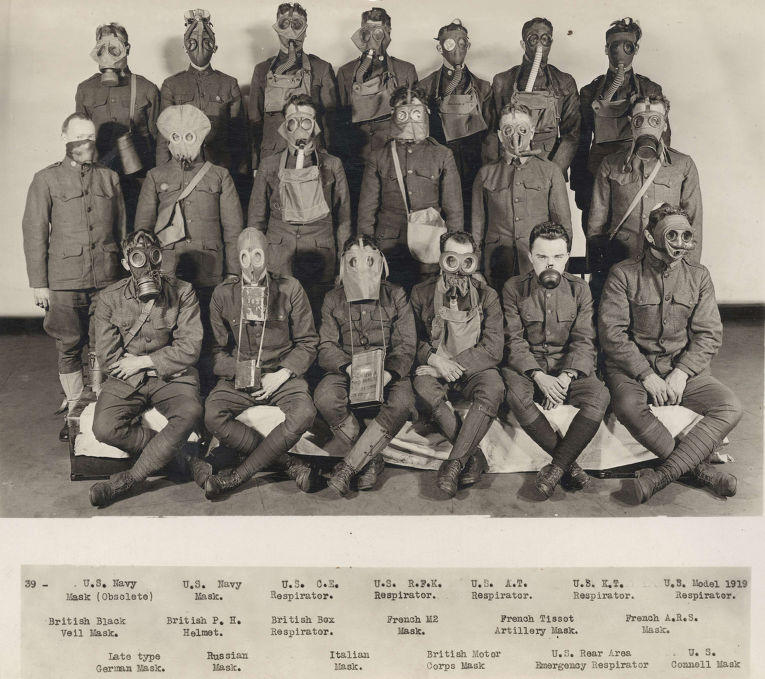 Источник: inosmi.ru 1. Женщины работают на заводе по производству боеприпасов, 1916 год. 2. Вечеринк
