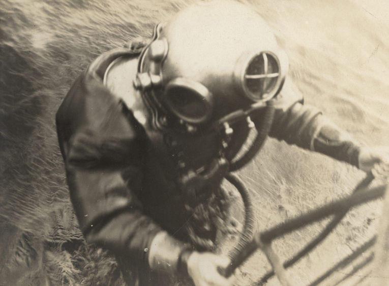 5. Немецкий военный водолаз, 1917 год.
