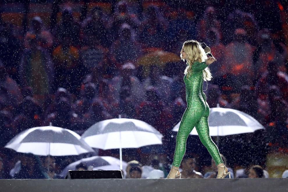 4. Участники театрализованного представления на церемонии закрытия XXXI летних Олимпийских игр
