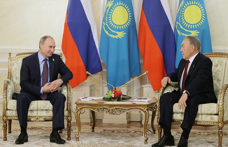 Назарбаев вСочи поведал Путину озвонке Порошенко