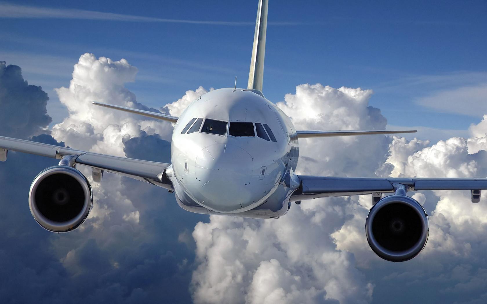 ВНижневартовске самолет совершил вынужденную посадку из-за болезни пассажиров