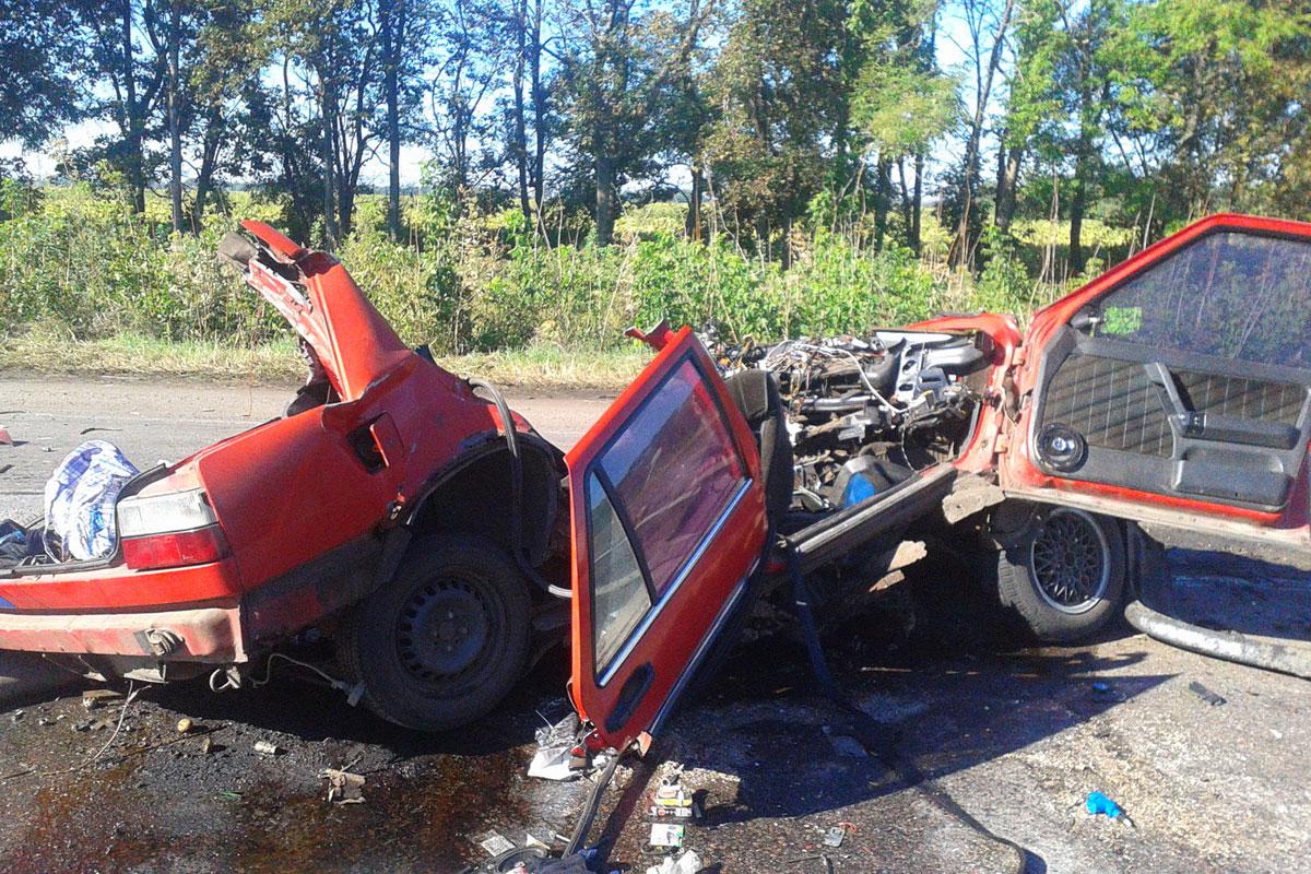 Автобус из столицы вклочья разорвал легковую машину под Харьковом