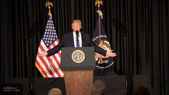 Дональд Трамп забыл подписать указы оторговле после праздничной церемонии
