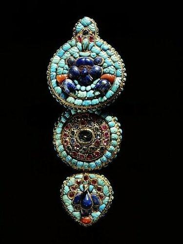 earring 19c.jpg