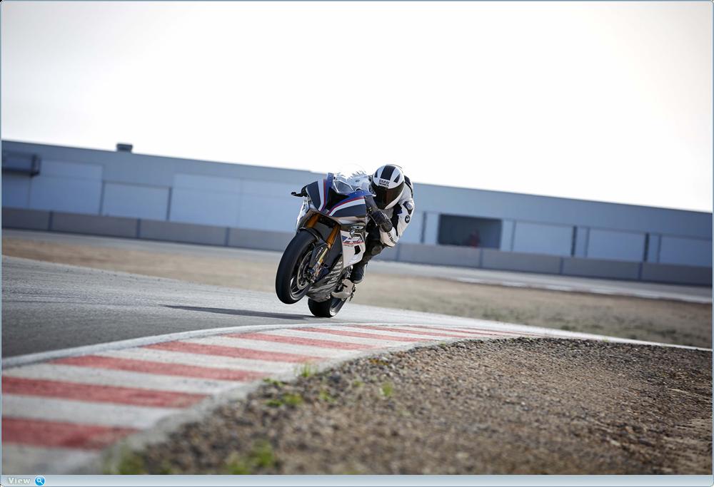 Качественные фотографии BMW HP4 Race 2017