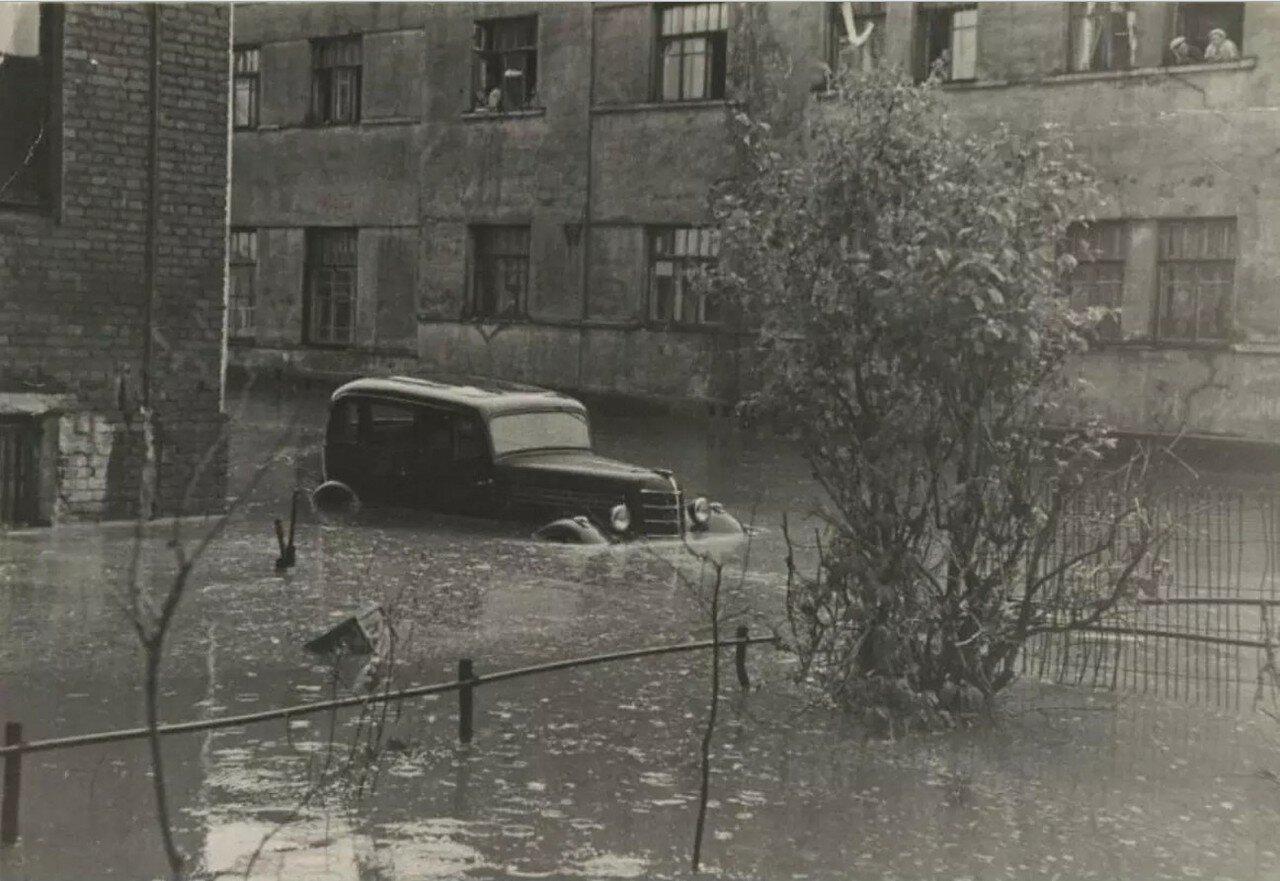 1949. Наводнение в Курсовом переулке