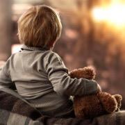 Мальчик и игрушка
