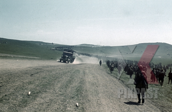 stock-photo-captured-russian-prisoners-of-war-krim-crimea-kretsch-1942-22nd-panzer-division-11698.jpg