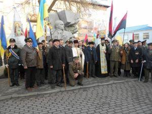 Открытие пам'памятника Степану Бандере в г.Снятын