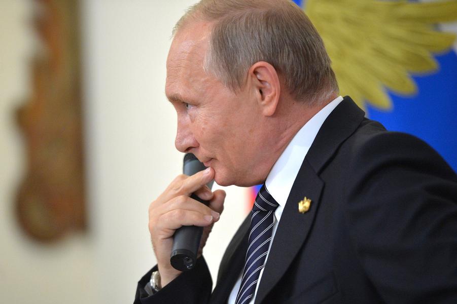 Путин отвечает журналистам в Гоа после саммита БРИКС, 16.10.16.png