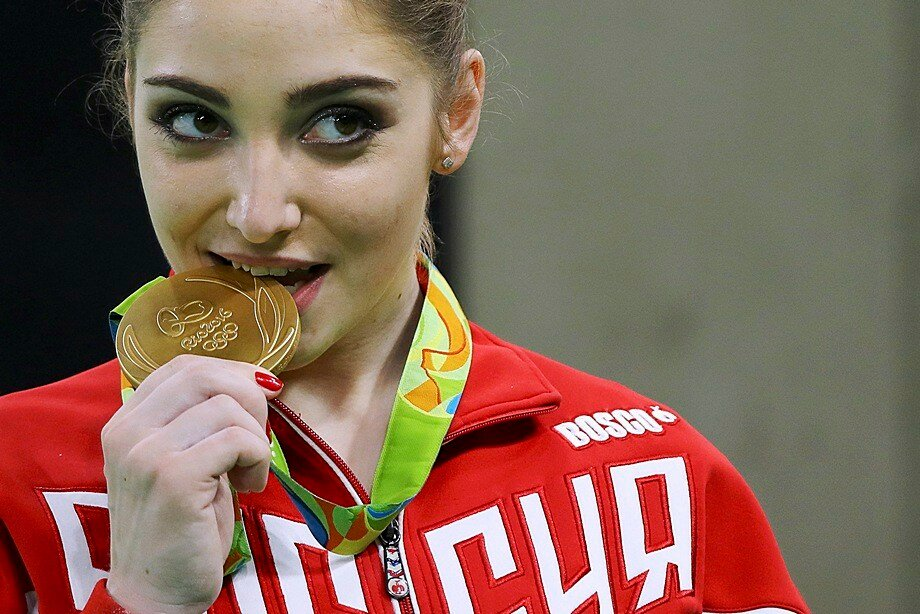 Мустафина - чемпионка ОИ в Рио-де-Жанейро в соревнованиях на брусьях