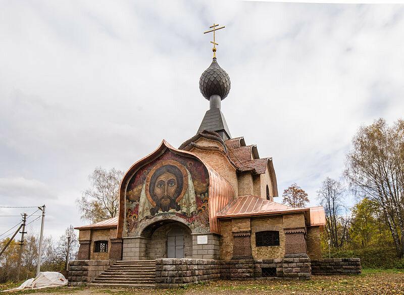 Церковь_во_имя_Святого_Духа_(1903-1906)_в_Талашкино.jpg