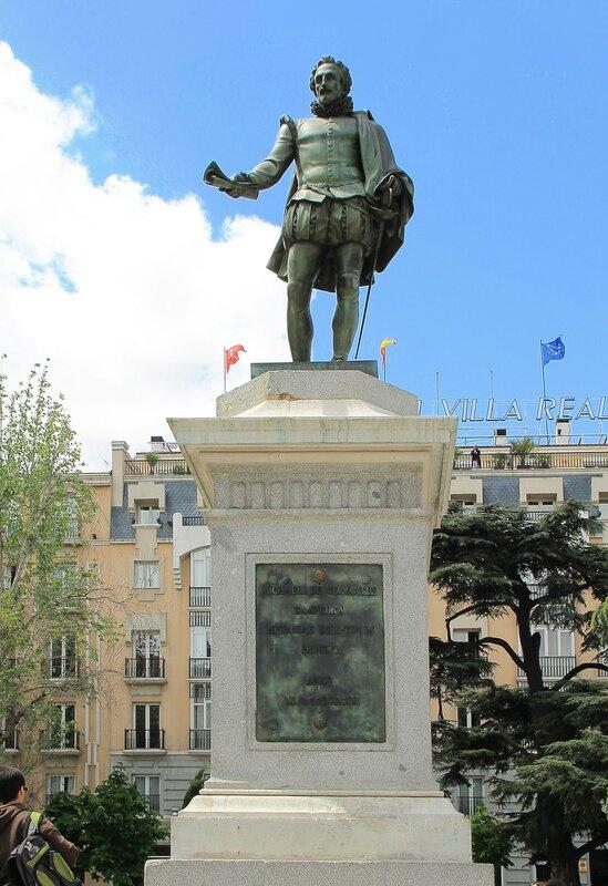 Мадрид. Площадь Кортесов (Plaza de las Cortes). Памятник Мигелю Сервантесу
