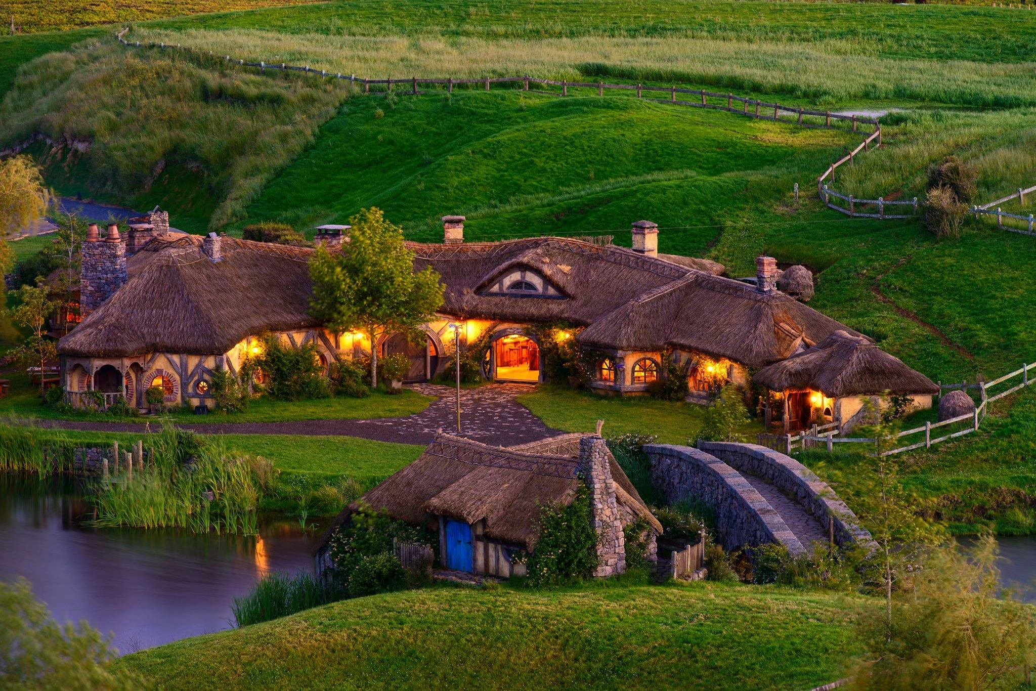 Хоббитон в Матамате, Новая Зеландия Крохотная ферма-анклав, которая стала тем самым Широм в кинотрил