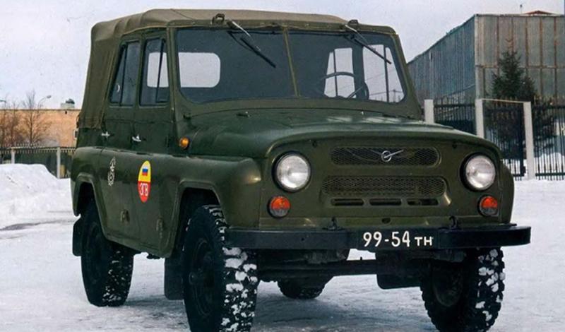 Вдохновляясь громким лозунгом «Догнать и перегнать Америку», советские автомобилестроители решили пе