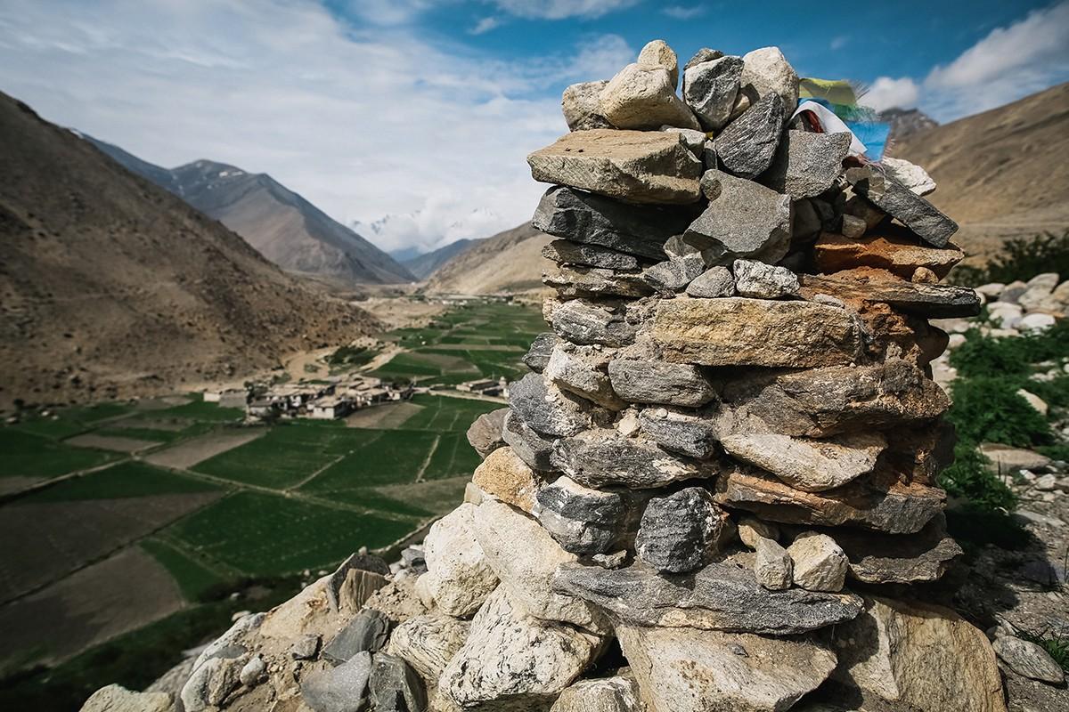 31. Башенки из камней — это символические ступы, которые олицетворяют тело, речь и ум человека. Пост