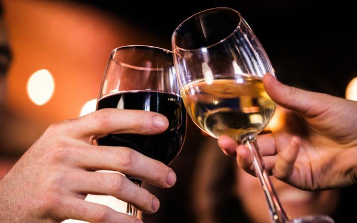 1. Здесь выпивают больше вина, чем где-либо в мире. Потребление вина на душу населения здесь составл
