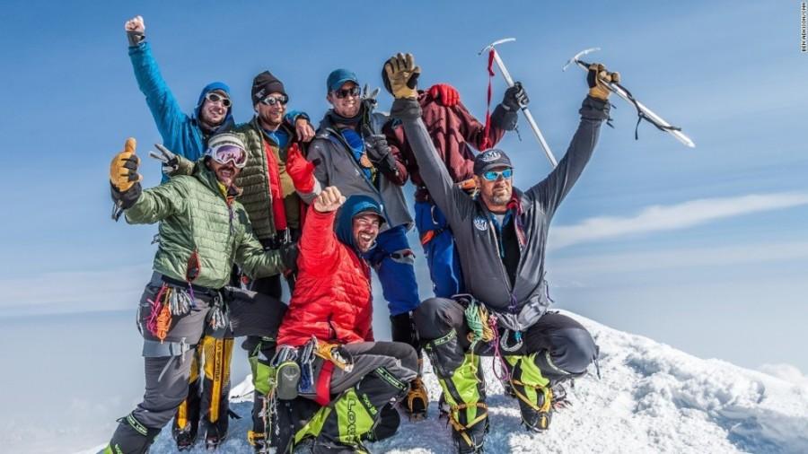 10. Ежегодно тысячи альпинистов испытывают себя на прочность, пытаясь добраться до вершины Мак-Кинли