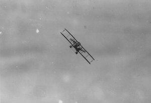 Аэроплан в воздухе.