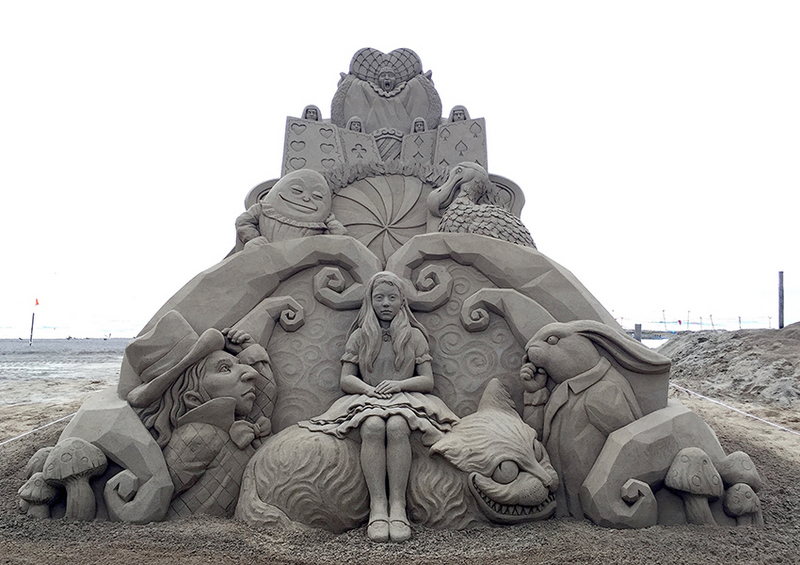 Toshihiko Hosaka began making sand sculptures in art school and has been using beaches and sand boxe