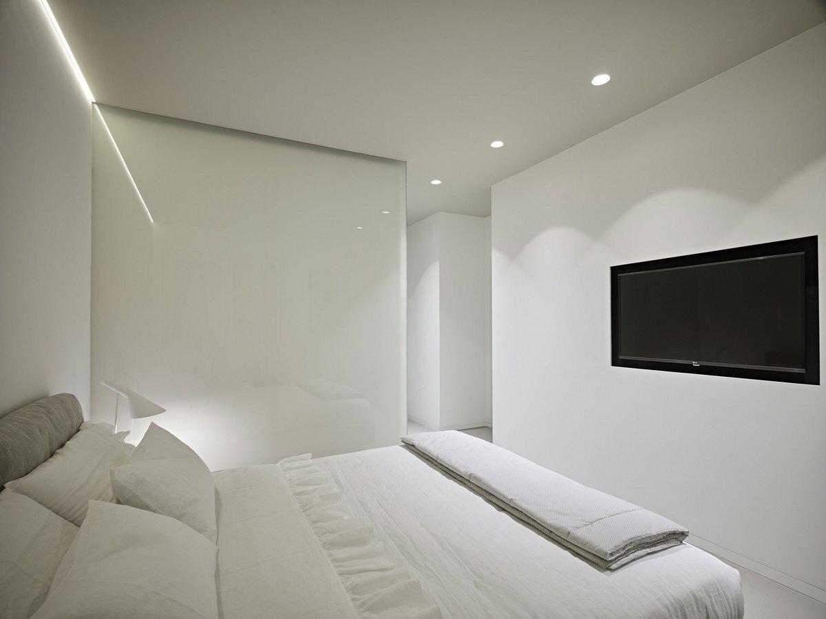 Белая спальная комната