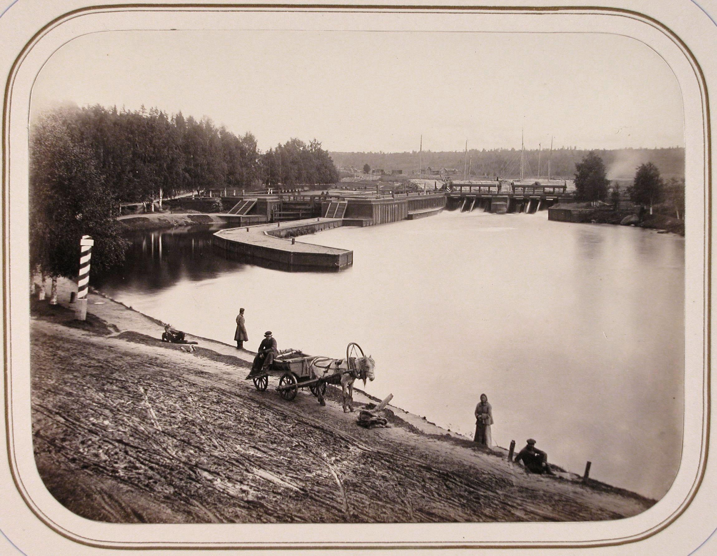 Вид одной из плотин на реке Вытегре