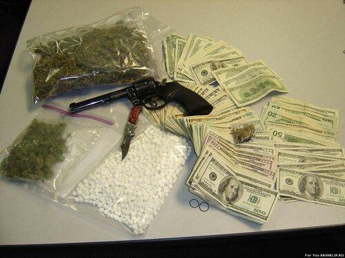 СИБ задержали наркоторговцев, связанных с главами МВД