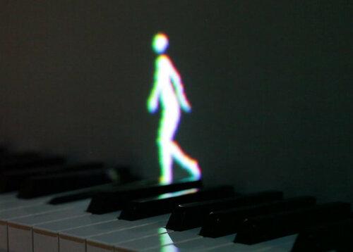 Обучить ребенка игре на пианино помогут танцующие человечки