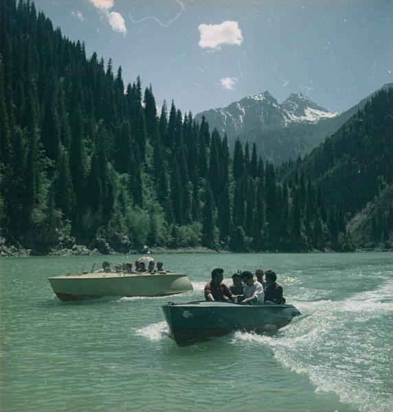 1960е Лодки на озере Иссык-Куль. Тарасевич.jpg