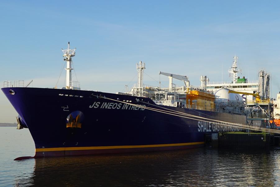 INEOS Intrepid в порту Филадельфии.png