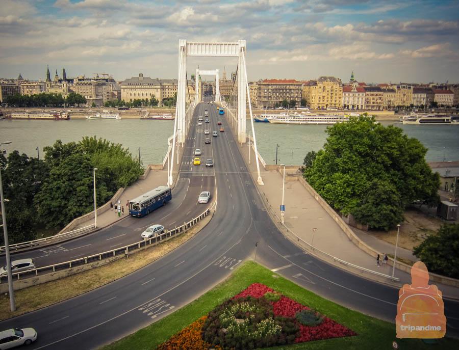 Мост был полностью разрушен в годы Второй мировой войны