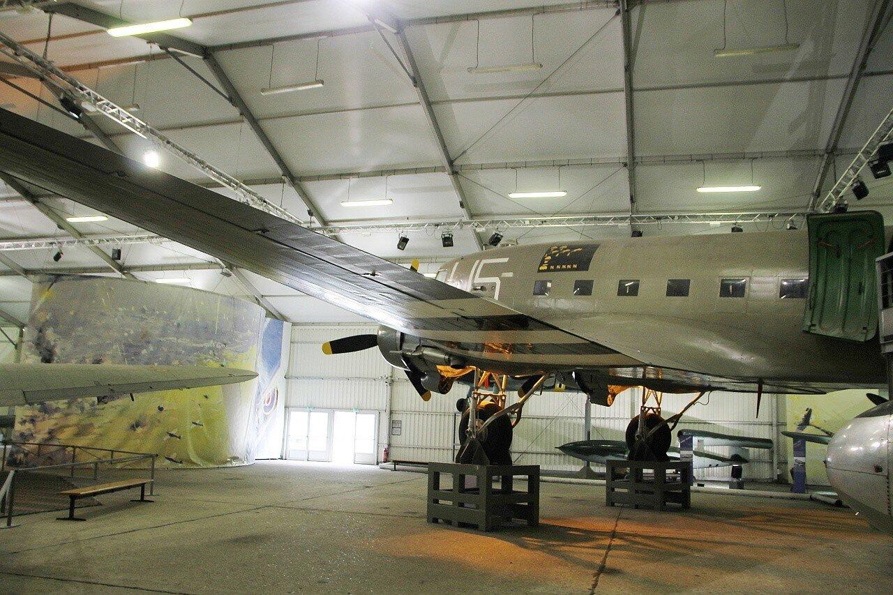 Музей авиации в Ле-Бурже. Военно-транспортный самолёт Douglas C-47 Skytrain (Dakota)