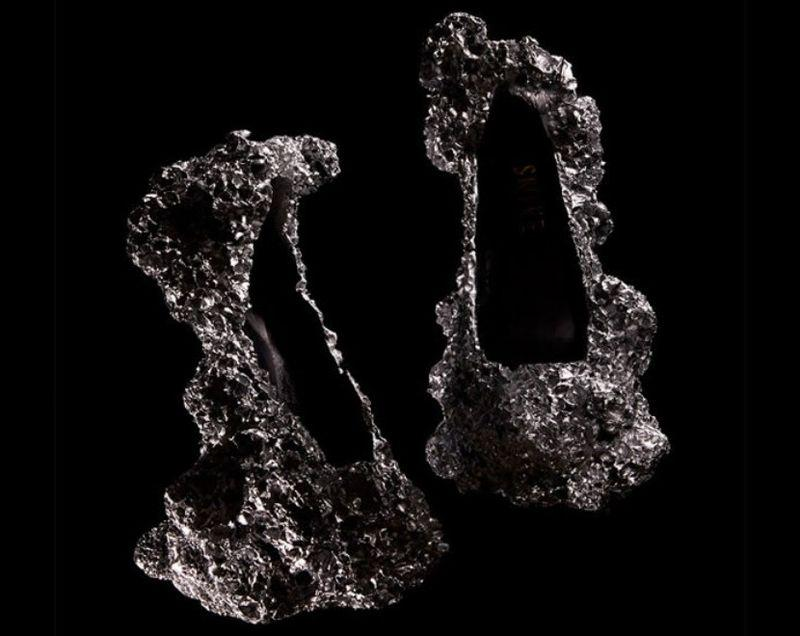 22. Изготовили их из алюминиевой пены, которую применяют для звукоизоляции в строениях и дорогих авт