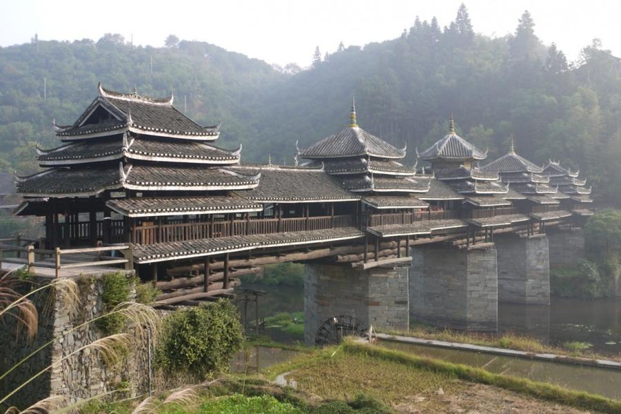 9. Мост Дождя и Ветра, Китай