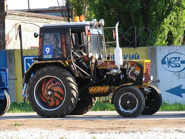 Трактор с литьём… оригинально.