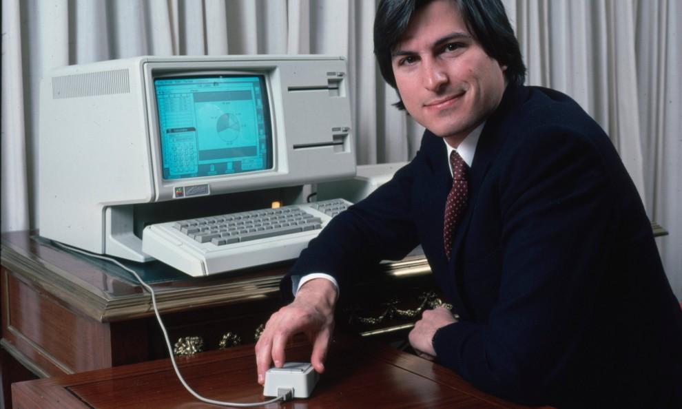 1984 Компьютер Apple Iic классифицировался, как портативный, но не имел батареи, поэтому мог раб